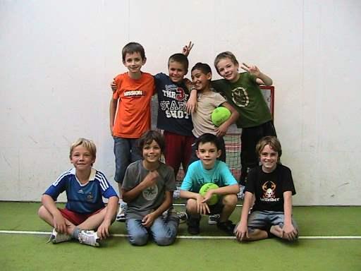 enfants sur un terrain de jorkyball de jorky