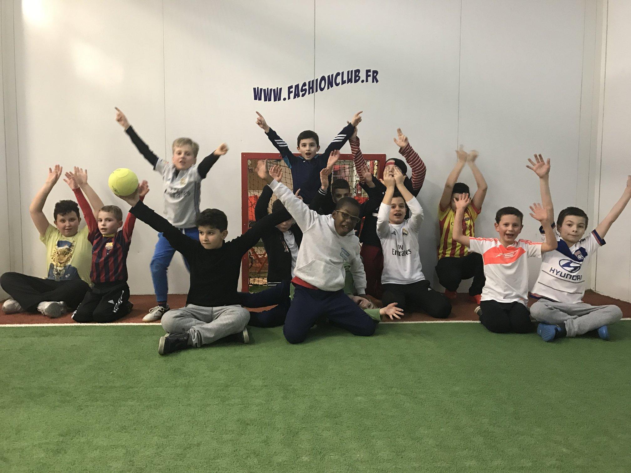 enfants heureux de jouer au jorkyball chez jorky